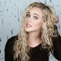 Curly-Hairstyles-Tutorial-Mermaid-Curls-How-to-Style-Long-Curly-Hair-featuring-India-Batson