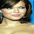 Sassy-Hairstyles-Featuring-Mandy-Moore-Short-Hair