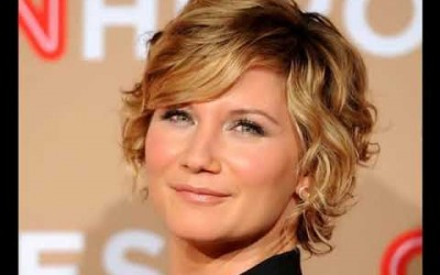 Hairstyles-For-Short-Hair-Curls-Cute-Women