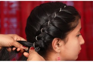 Side-Braid-Hairstyle-with-Stone-Chain-Ladies-Fashion